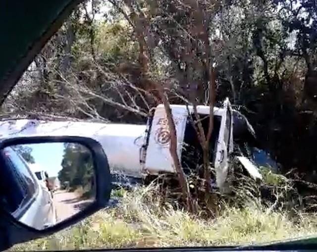 Caminhão tomba e carro tem roda arrancada após colisão na TO-080