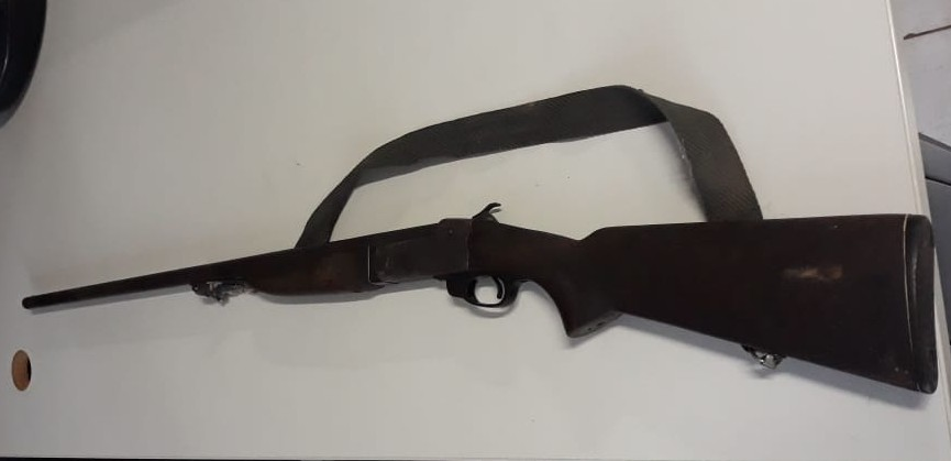 Polícia Militar prende homem por porte ilegal de arma de fogo em Goiatins, ele estava ameaçando pessoas e de posse de drogas