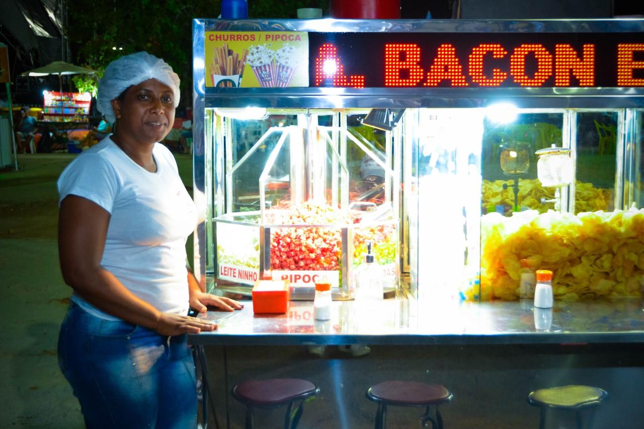Vendedores ambulantes comemoram vendas durante o 27º Arraiá da Capital