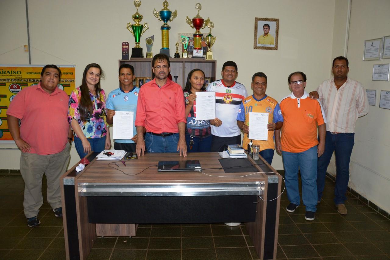 Entidades esportivas assinam termo para uso de Estádios em Paraíso