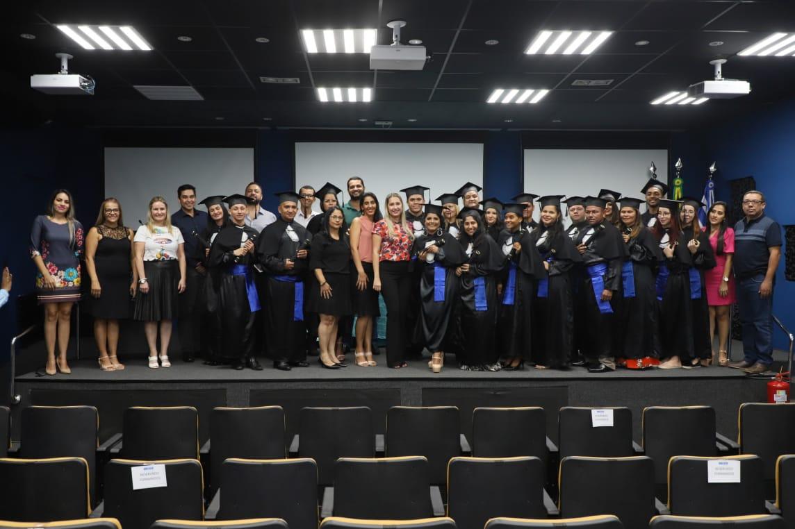 SESI realiza cerimônia de formatura de 20 alunos da Nova EJA em Palmas
