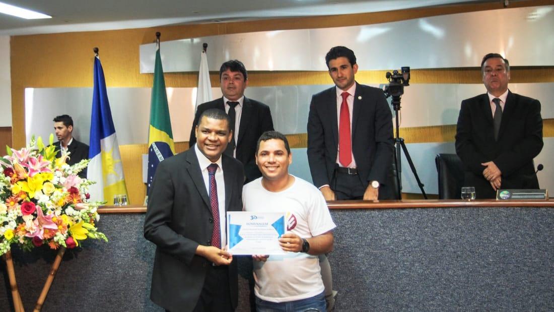 Servidor da Fundação Municipal de Juventude é homenageado em sessão solene por atuação no combate às drogas