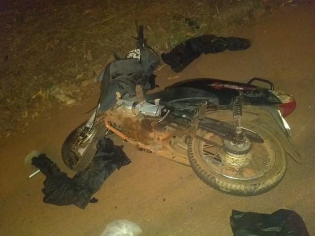 Mulher morre após colisão entre carro e moto em cruzamento no Aureny III
