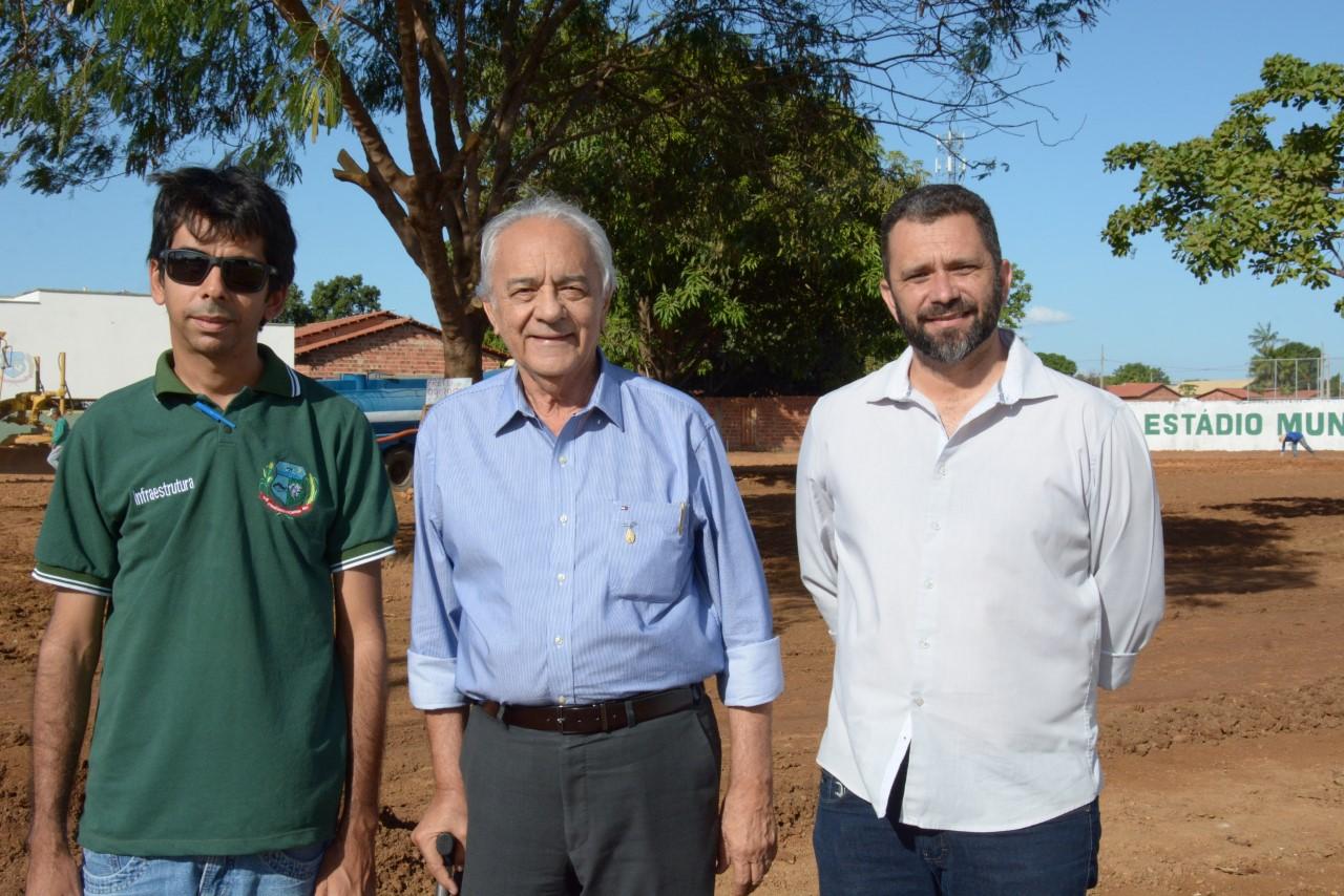 Prefeito Moisés Avelino visita obras em andamento no município
