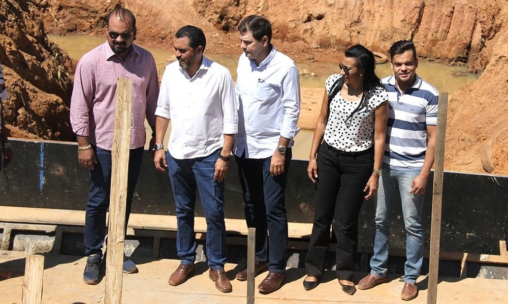 Governador em exercício visita obras e garante investimentos para Palmas