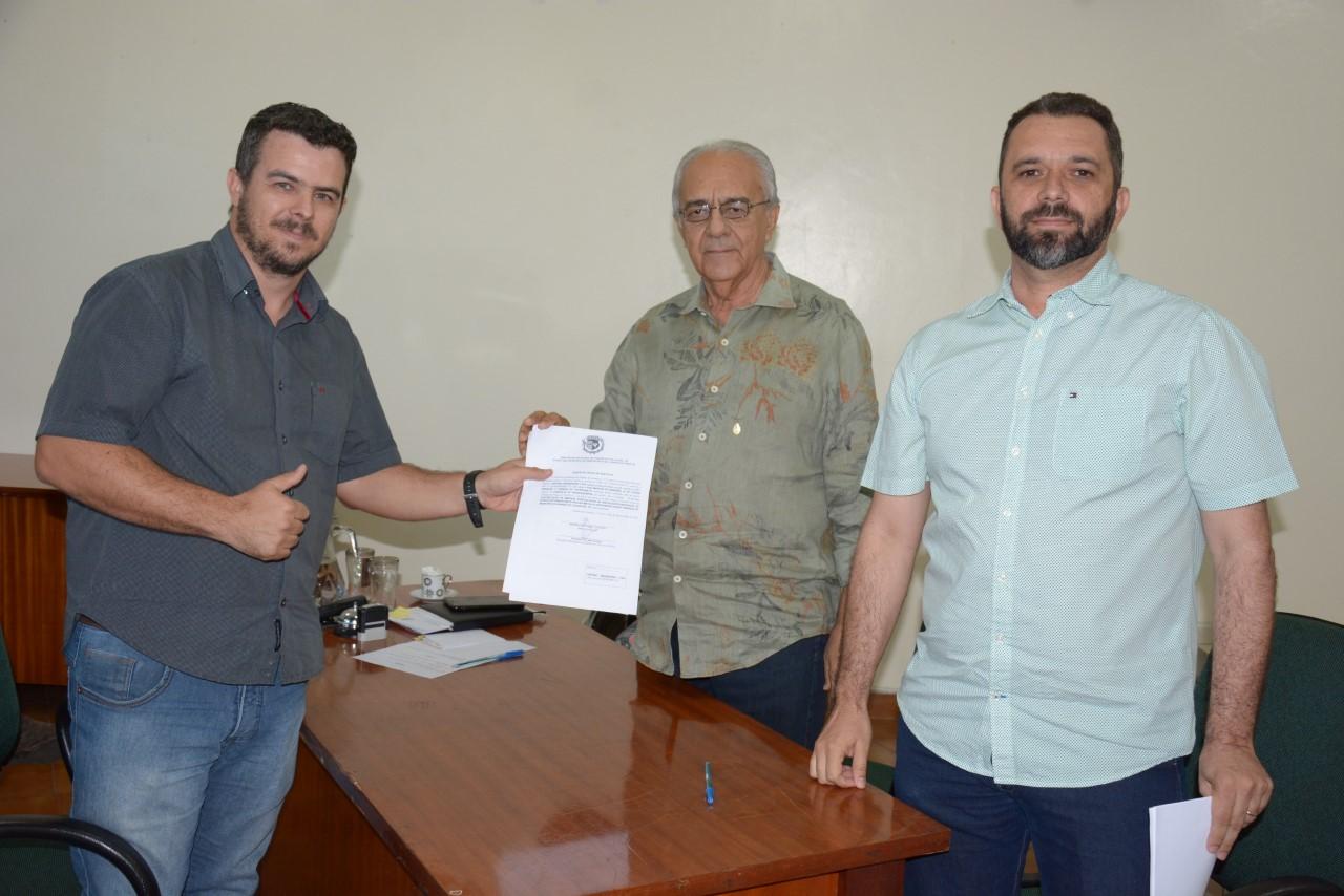 Avelino assina ordem de serviço para Drenagem e Pavimentação no Setor Milena e Implantação de Pontos de Ônibus