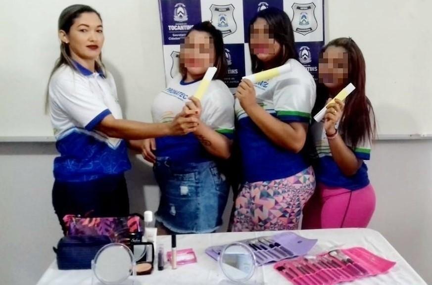 Reeducandas da Unidade Prisional de Babaçulândia são capacitadas em curso de maquiagem