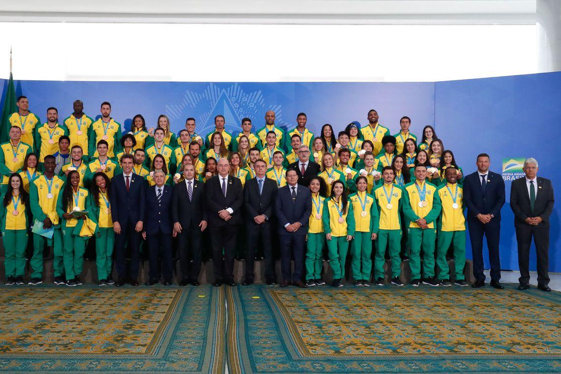 Governo estuda lançar 5 mil bolsas para atletas de base, diz ministro