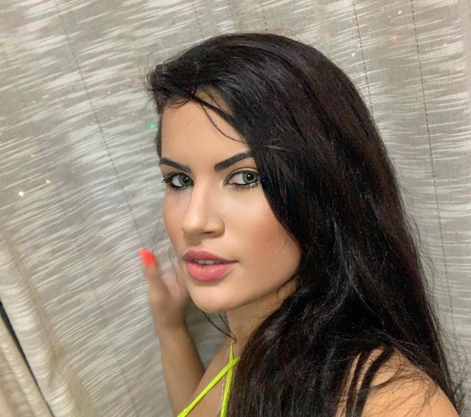 Modelo e blogueira fitness, Dine Azevedo faz sucesso nas redes sociais