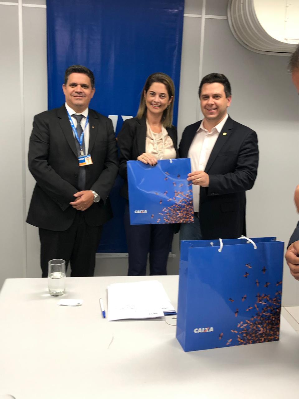 Tiago Dimas e Eduardo Gomes assinam contrato para Centro de Canoagem em Araguaína