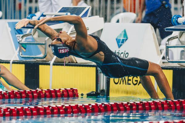Etiene Medeiros prestigia comemoração de dez anos da Academia Nikita Fitness, no Recife (PE)