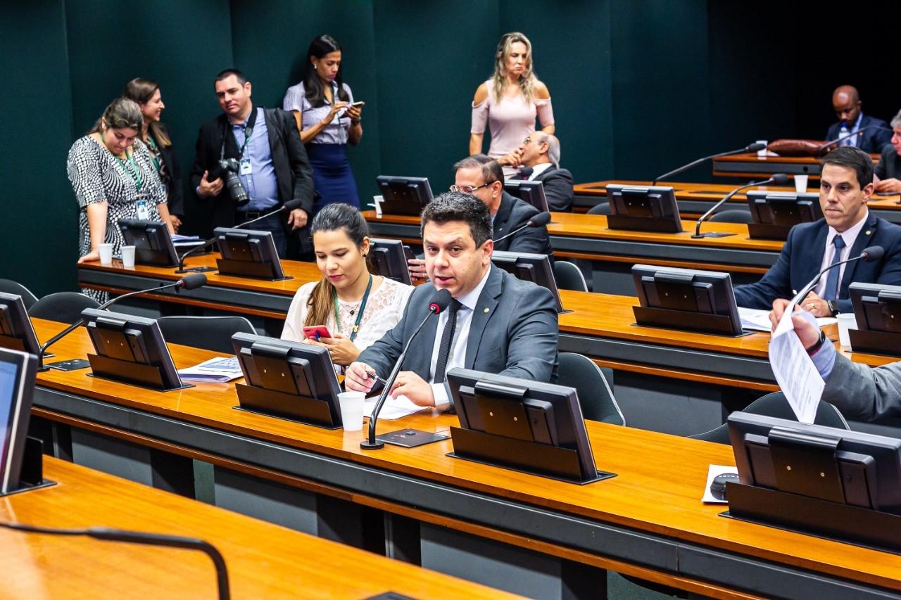 Para Tiago Dimas, desenvolvimento de pesquisas são imprescindíveis e cortes de bolsas do CNPq preocupam