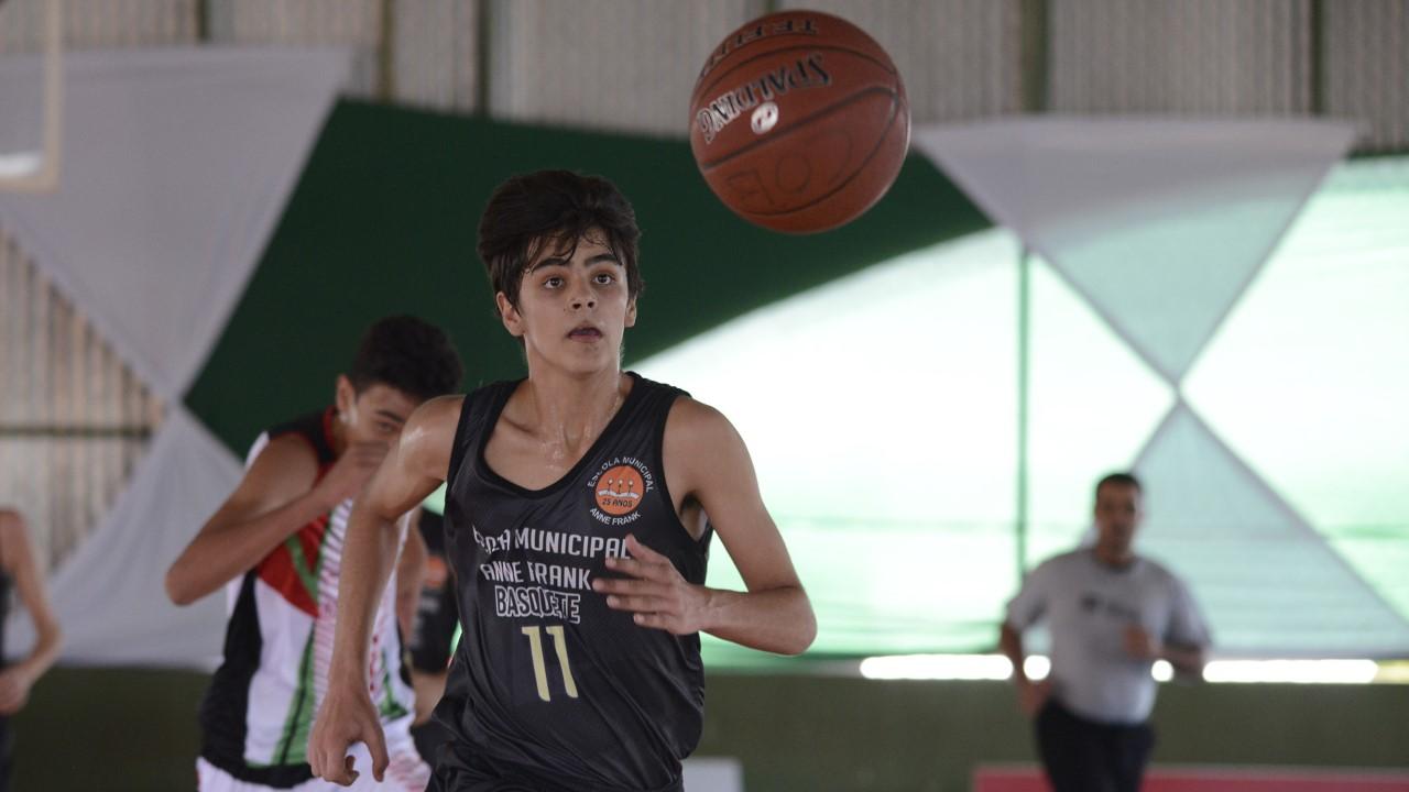 Após partida disputada, equipe masculina de basquete da Escola Anne Frank está fora do Nacional