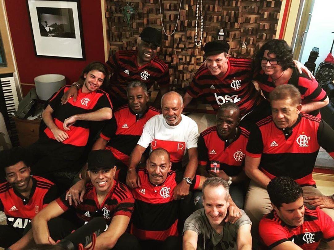 MC Koringa se une a ídolos da música e do Flamengo para gravar canção que comemora o mundial de 81