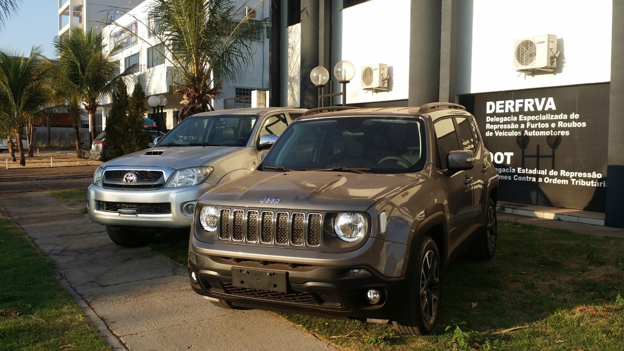 Polícia Civil apreende dois carros utilitários na Capital