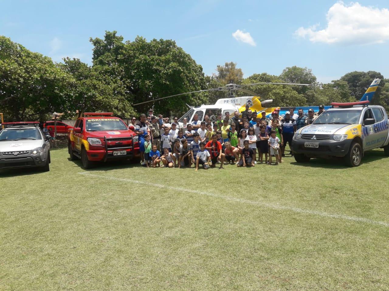 Polícia Militar realiza ações lúdicas e educativas em comemoração ao dia das crianças