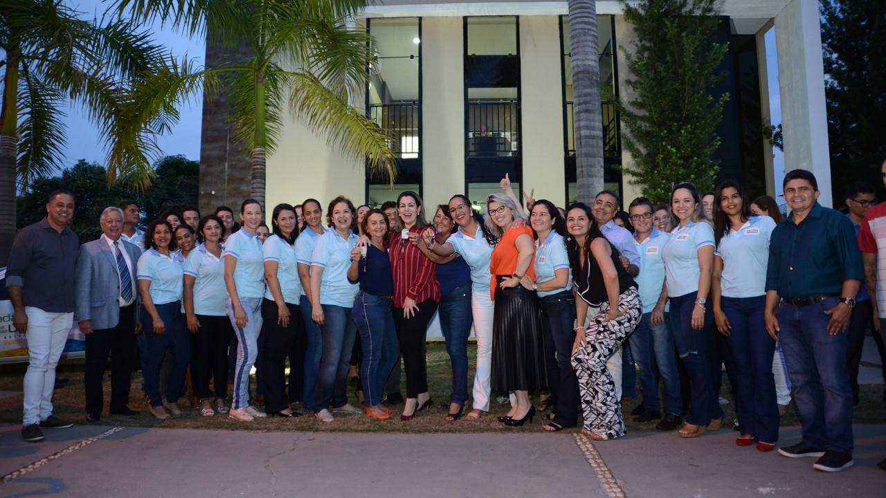 Prefeita Cinthia Ribeiro visita novas instalações da Sedes e entrega veículos para o programa Bolsa Família