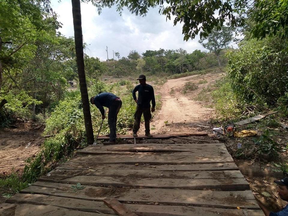 Prefeitura de Miracema realiza manutenção em ponte na região dos Galvões