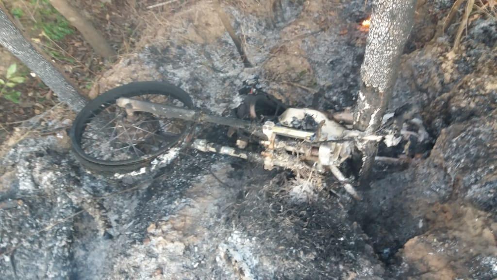 Homem sofre acidente de moto e veículo pega fogo entre Divinópolis e Abreulândia TO