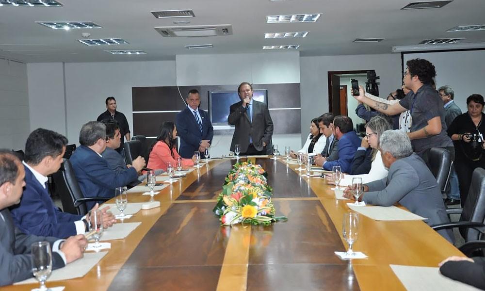 Em reunião com deputados, governador Carlesse reafirma austeridade da gestão e abertura para o diálogo
