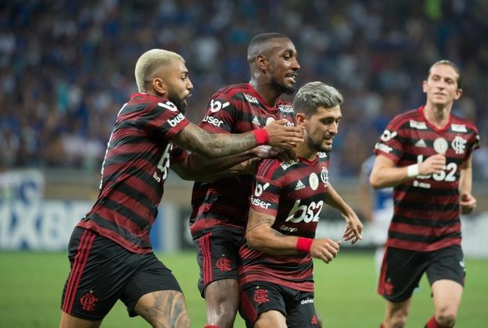 Flamengo fecha acordo para redução salarial de jogadores em 25%