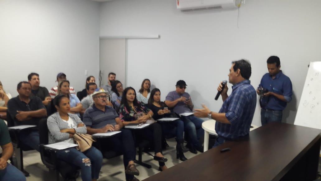 Controle da raiva dos herbívoros e doença da vaca louca são temas de treinamento para técnicos da Adapec
