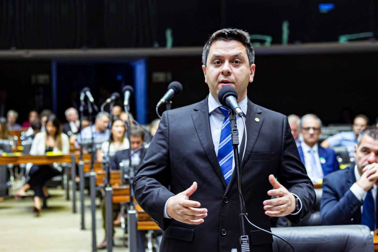 Projeto de Tiago Dimas amplia para 30 anos punição de reincidentes na adulteração de combustível