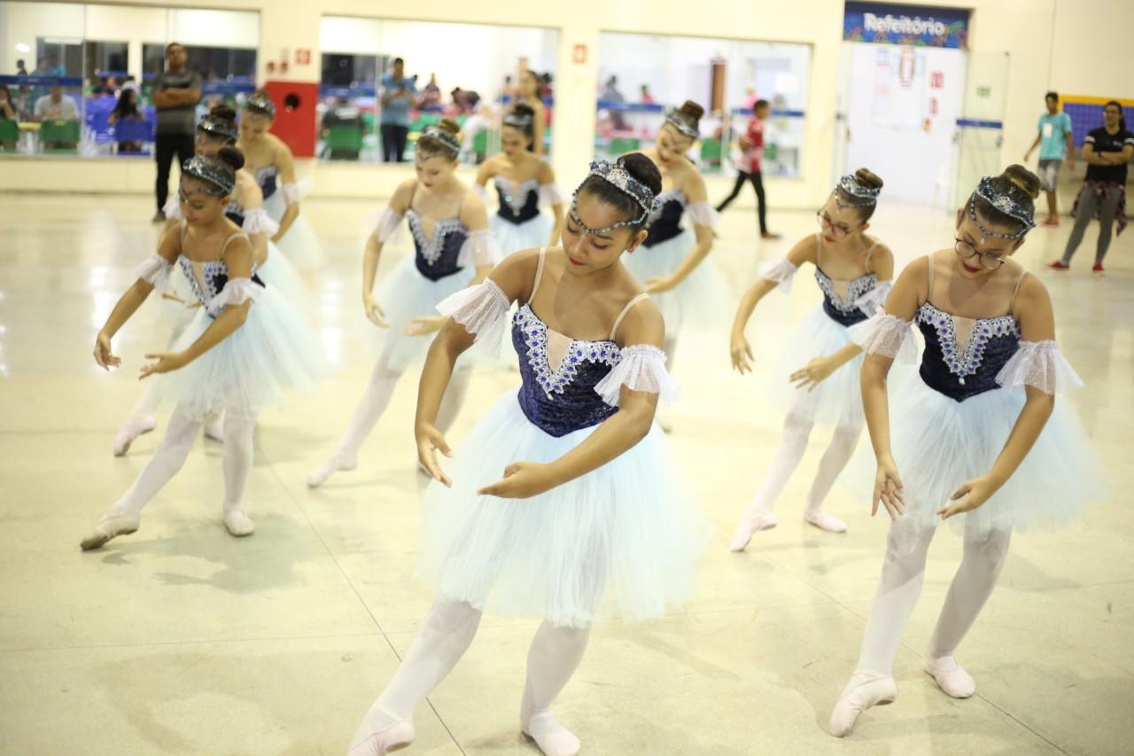 Balé Popular do Tocantins presta homenagens a personalidades notáveis em espetáculo de fim de ano