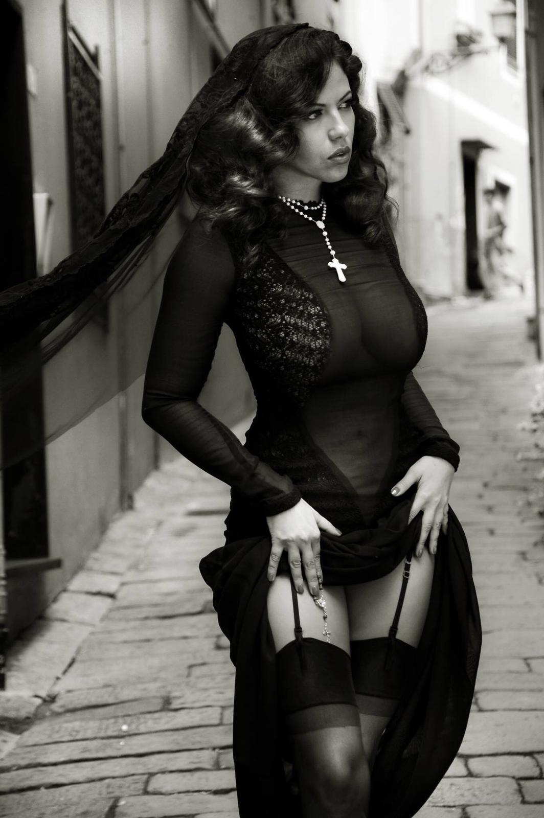 """La Dolce Vita, de Sophia Loren, inspira editorial de moda de modelo brasileira """"Símbolo Sexy"""""""