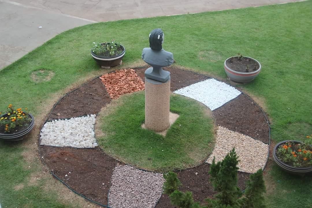 Governo de Pium reformula jardins do palácio Thereza Santos Barros