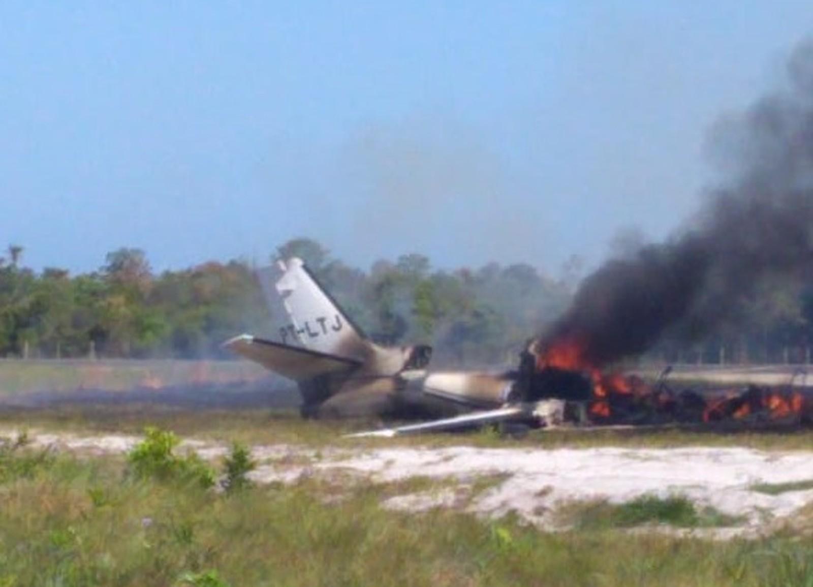 Aeronave cai durante pouso em pista de resort, deixa 1 morto e 9 feridos na Bahia