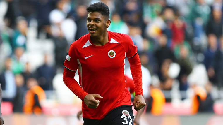 Titular na Turquia, brasileiro Flávio Ramos analisa momento do clube e avalia pausa para Data Fifa