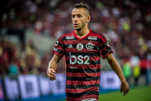 Finalista da Libertadores com Flamengo, Rafinha é protagonista de campanha da Bundesliga