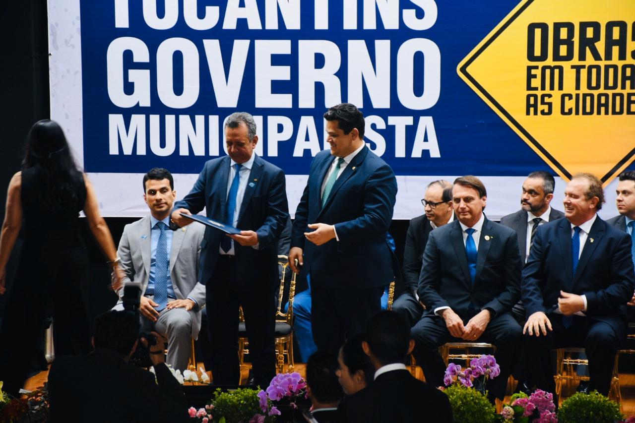 Antonio Andrade participa de assinatura de convênio com Bolsonaro e apresenta demanda