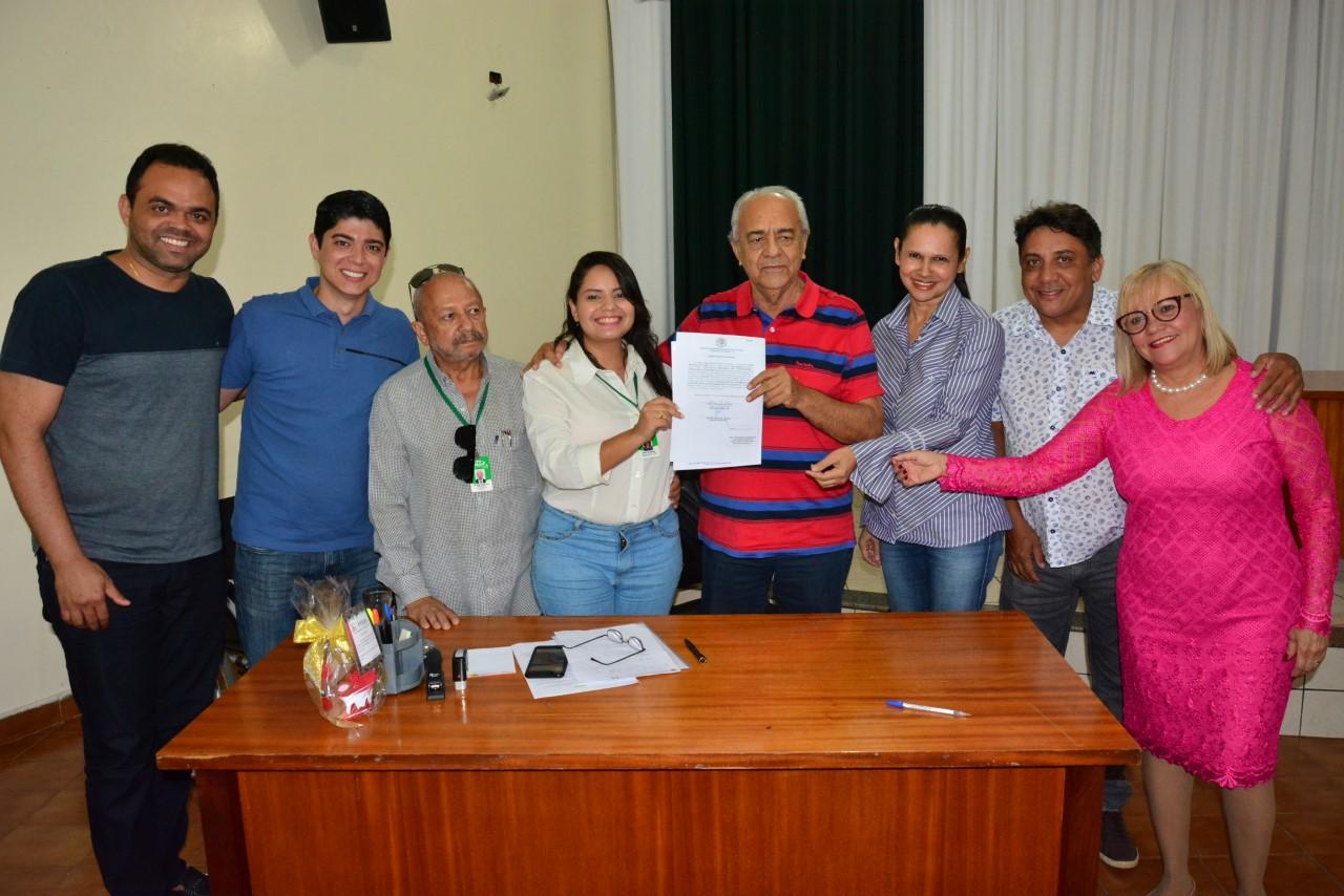 Prefeito Moisés Avelino assina ordem de serviço para Academia de Saúde no Setor Santa Clara