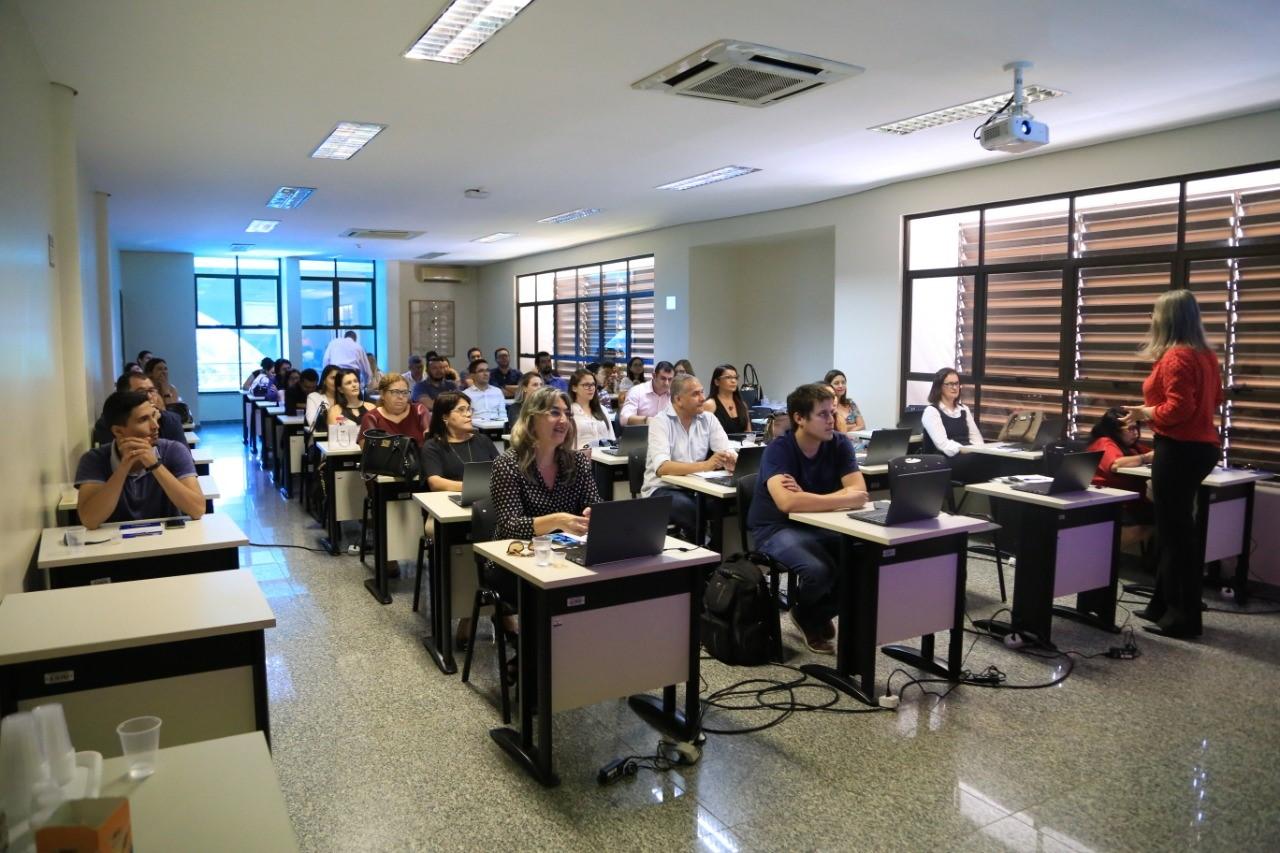 Servidores da CGE participam de capacitação sobre editais de licitação