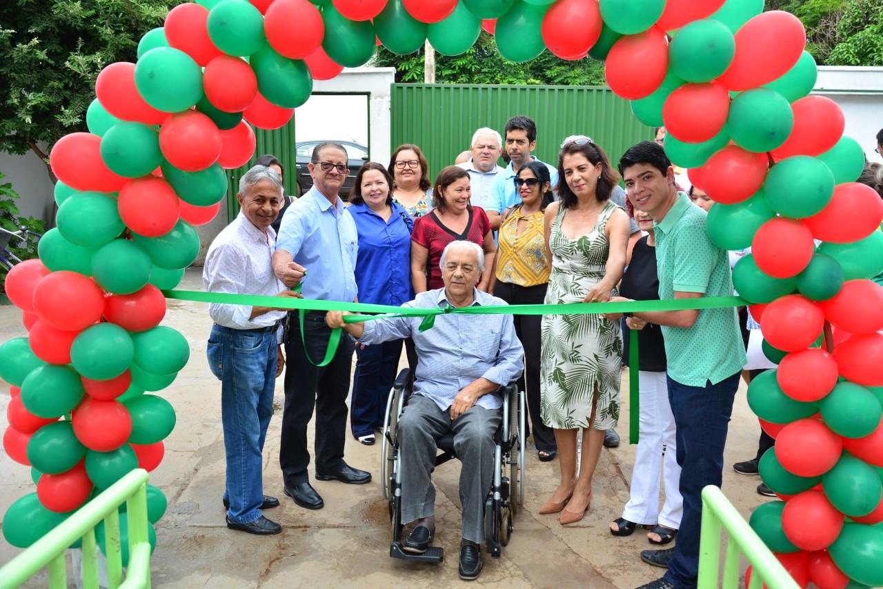 Prefeito Moisés Avelino inaugura área de lazer em escola municipal de Paraíso