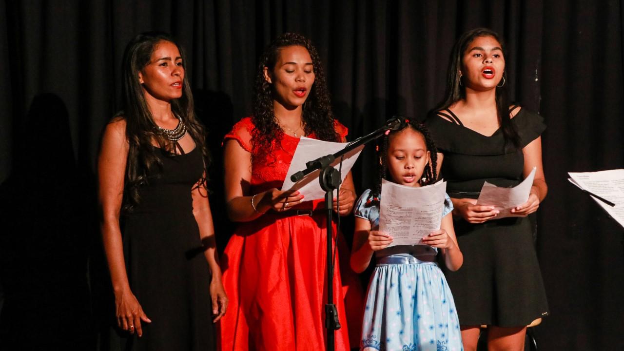 Alunos de Artes de Estação Cidadania-Cultura finalizam semestre em noite de apresentações