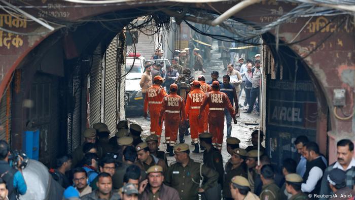 Pelo menos 43 pessoas morrem em incêndio numa fábrica de Nova Delhi