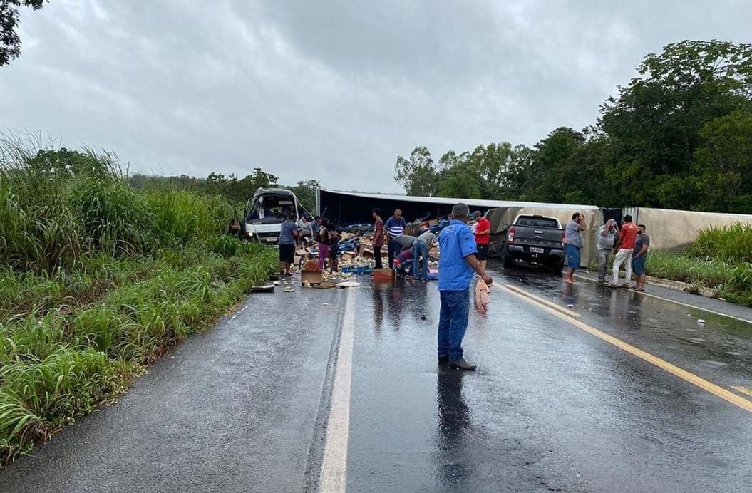 Trecho da BR-153, em Colinas, é liberado após 10 horas interditado por causa de acidente