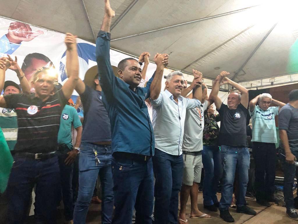 Prefeito Nazaré Amâncio soma apoios e arrasta multidão nas ruas de Pugmil