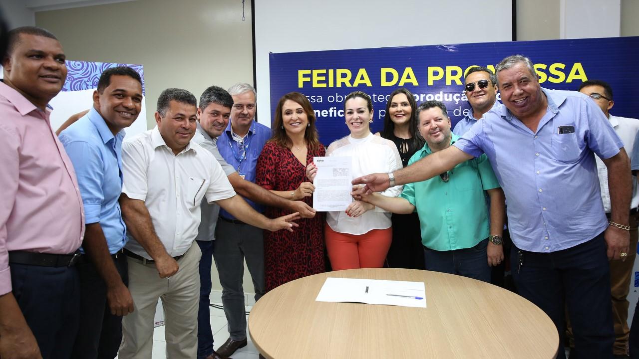 Prefeitura de Palmas assina contrato para construção de nova feira e firma parceria de capacitação para feirantes