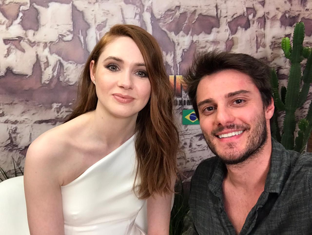"Hugo Bonemer, apresentador do Canal Like, entrevista Karen Gillan sobre a estreia de ""Jumanji: Próxima Fase"""