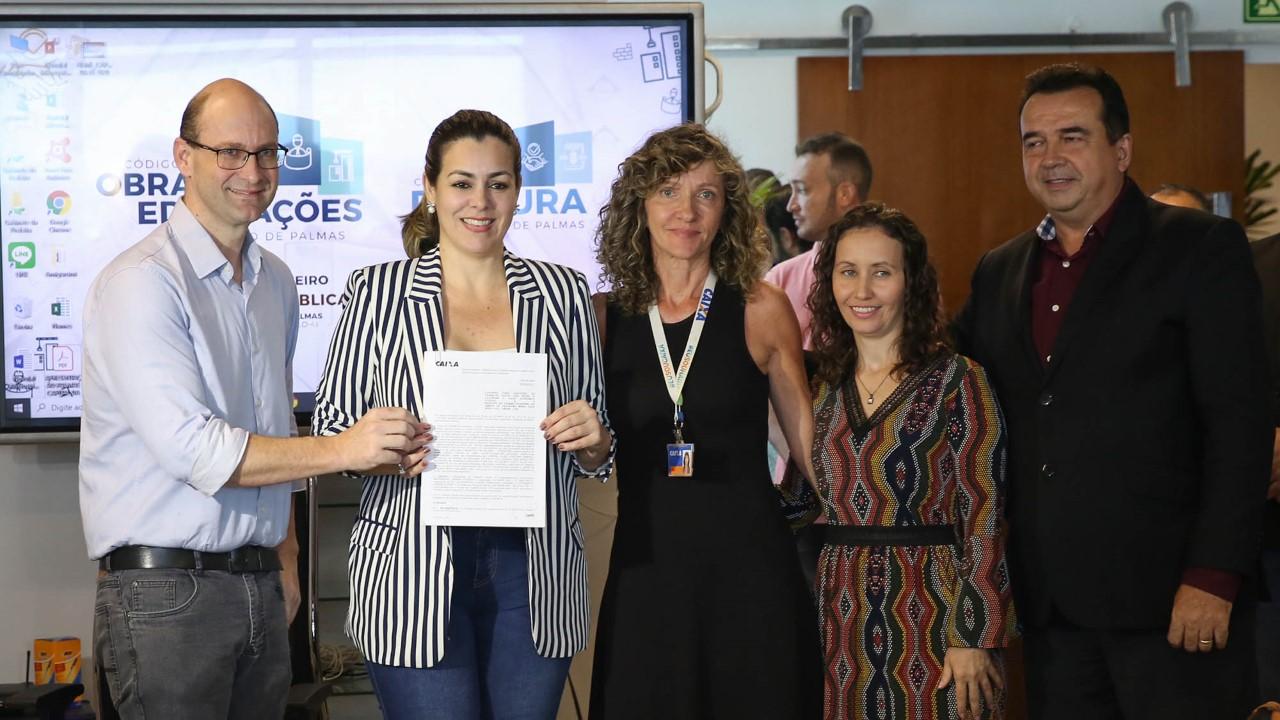 Prefeita Cinthia Ribeiro assina convênio com a Caixa que beneficia com projeto social os moradores do residencial Jardim Vitória II
