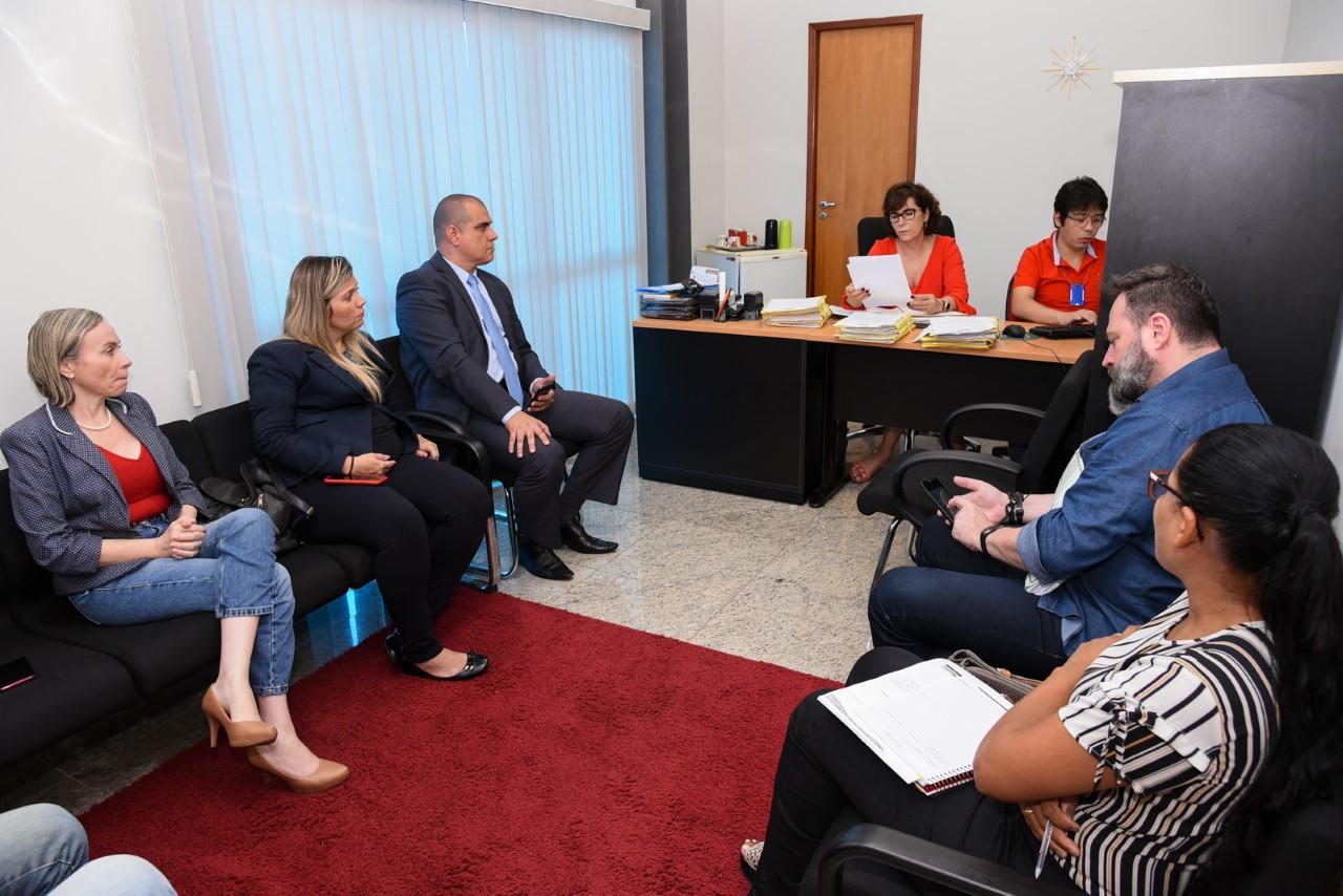 Ocupação irregular da Praça da Matriz de Taquaralto é discutida em reunião no MPTO