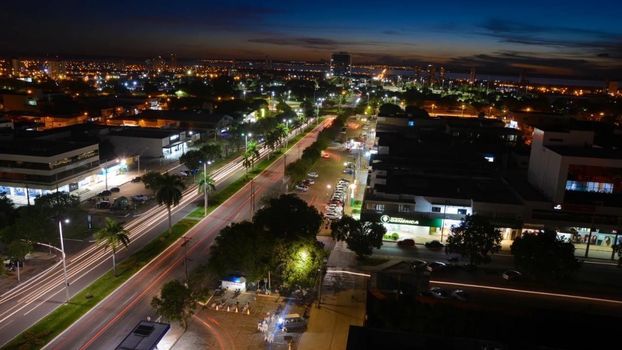 Homem que socorria baleado em Palmas se envolve em acidente e foge deixando corpo na avenida