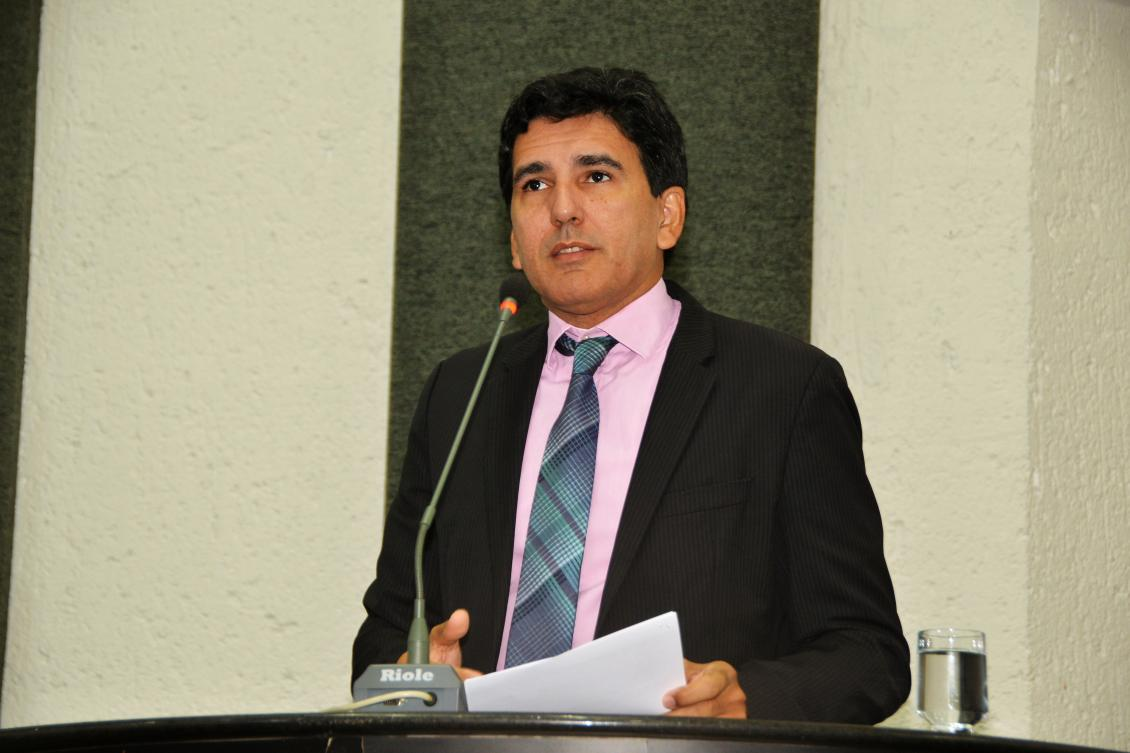 Prof. Júnior Geo apresenta PL que obriga postos de combustível informar sobre diferença percentual do preço do etanol e gasolina