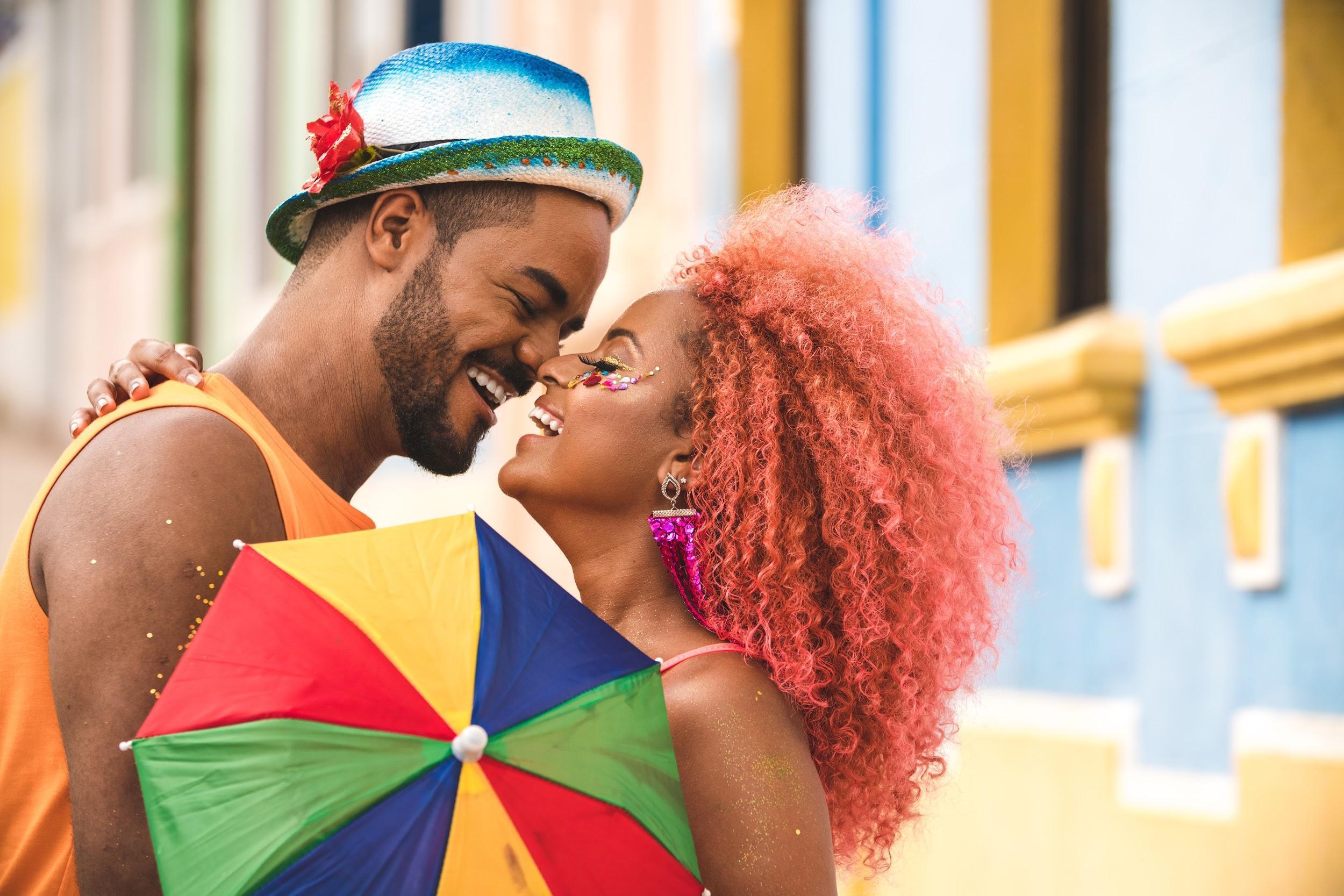 Doença do Beijo: risco de infecção cresce no Carnaval
