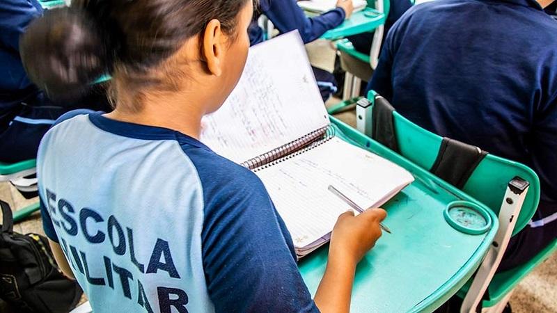 Ministro divulga lista de instituições que aderiram às escolas cívico-militares