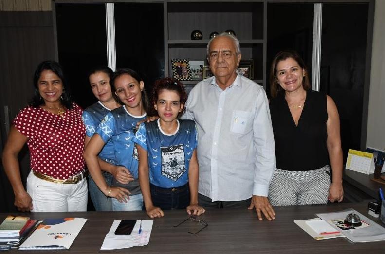 Grupo junino Tradição da Serra, da Escola de Artes Cora Coralina, faz visita a prefeito Moisés Avelino